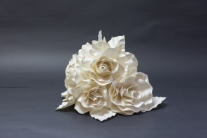 piramis rózsás asztaldísz