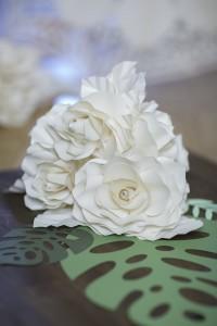 papírvirág asztaldísz esküvői dekoráció
